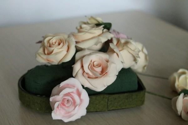 Сердечко из роз из полимерной глины