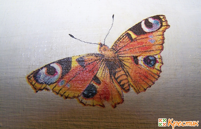 Фрагмент салфетки с бабочками