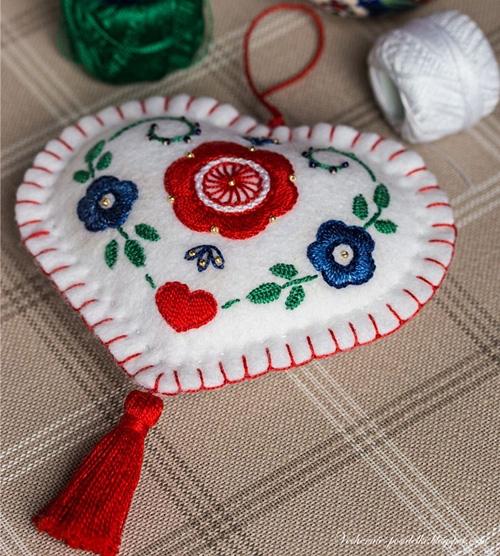 Сердечки с вышивкой