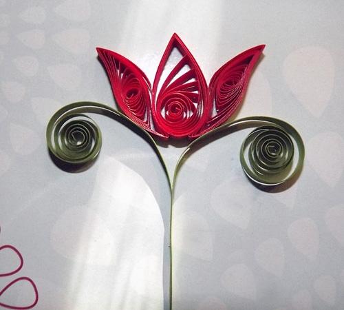 Красивый цветок из бумаги