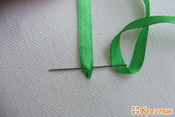 Как вышивать лентами листья