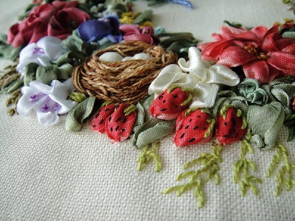 Вышитые лентами цветы