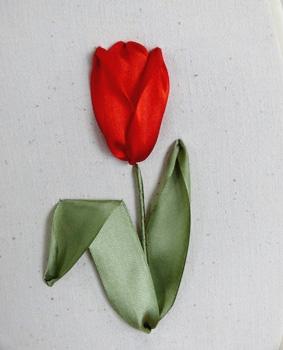Вышитый лентами тюльпан