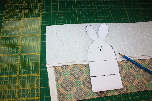 Рисуем на ткани зайцев