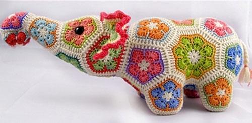 Слон из африканских цветков