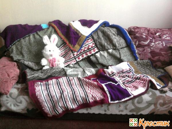 Одеяло из старых свитеров