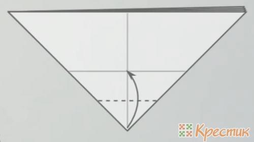 Загните нижний угол к линии сгиба
