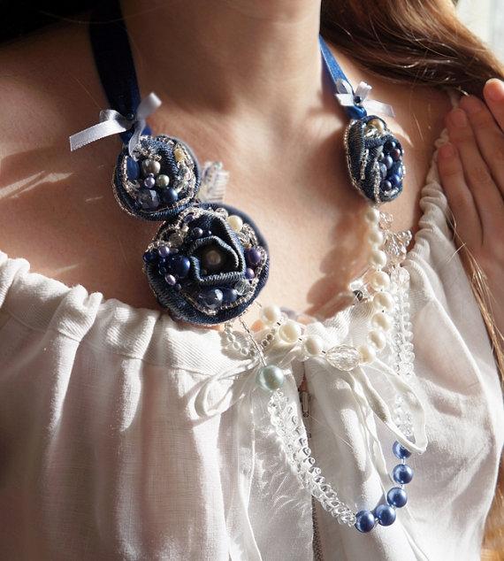 Ожерелье с джинсовыми цветами
