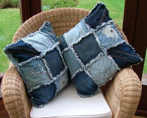 Сшить подушки из старых джинсов