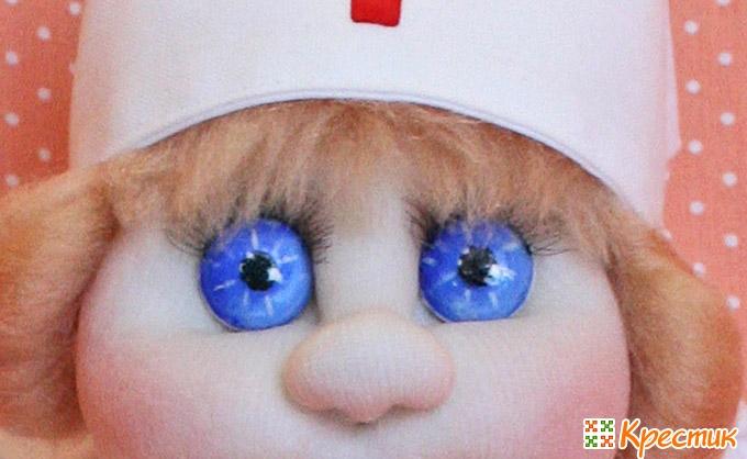 Кукла с голубыми глазами