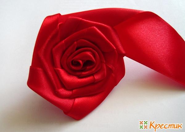 Роза из атласных лент Канзаши