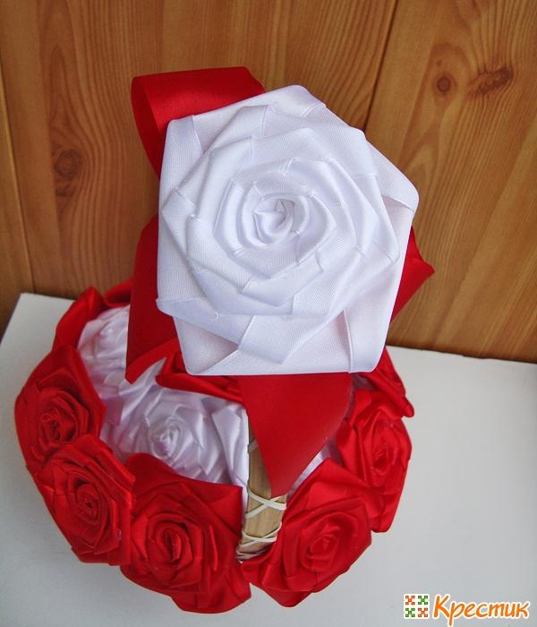 Роза на ручке корзины
