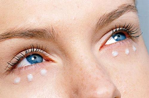 Отличия крема для кожи вокруг глаз