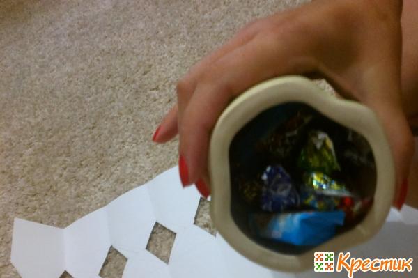 Наполняем вазу конфетами