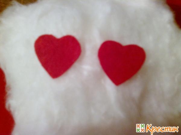 Вырезаем сердечки из фетра