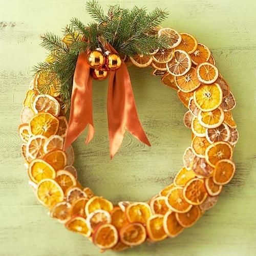 Рождественский венок из апельсинов
