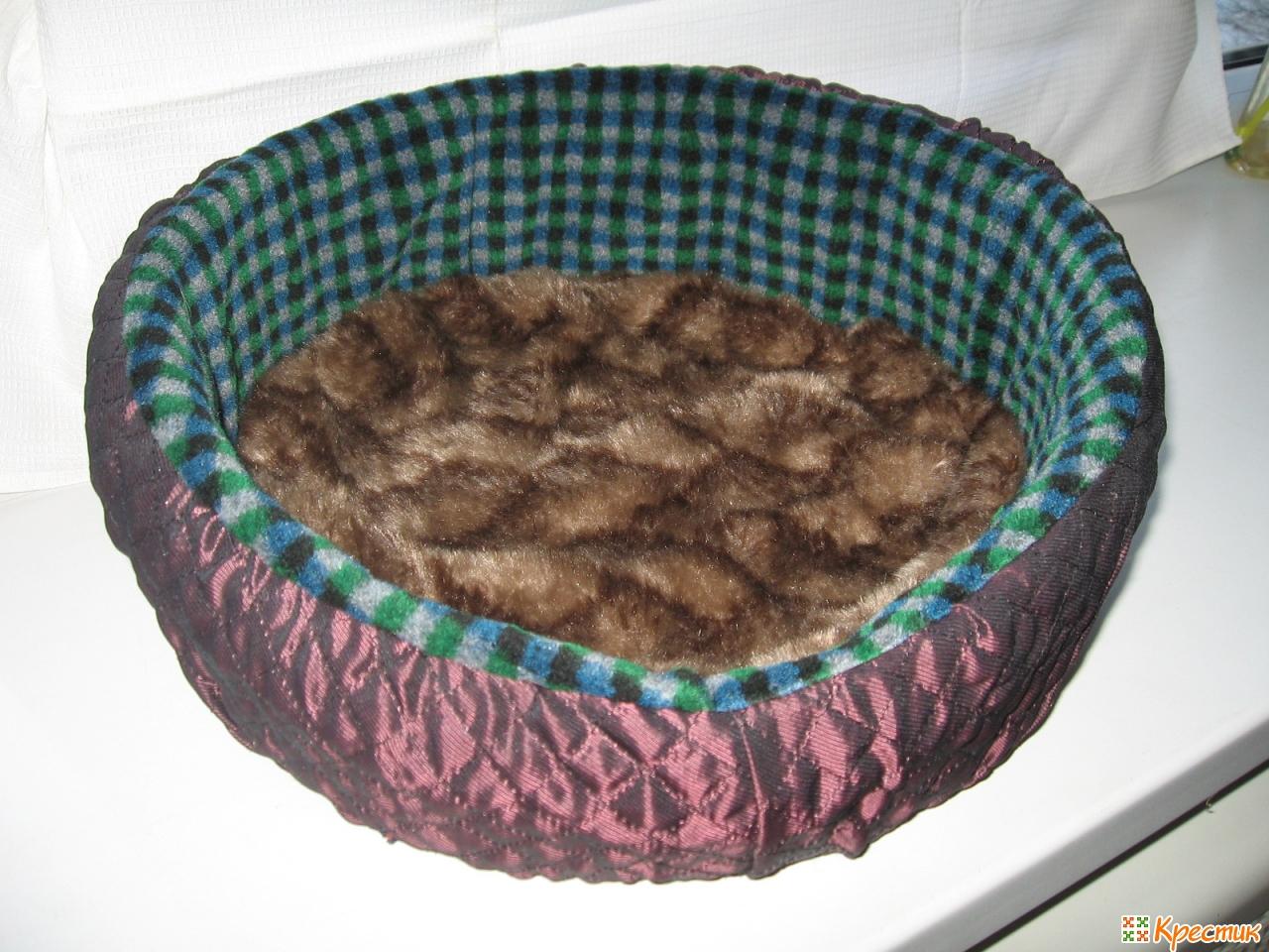 лежак из свитера для собаки своими руками