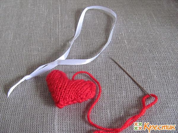 Вставляем ленточку и зашиваем