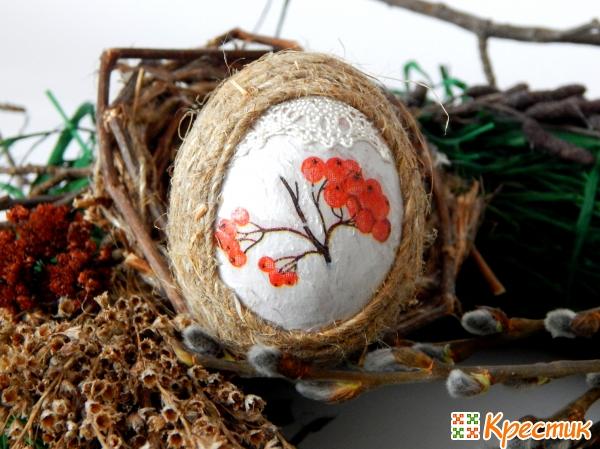 Украшение яйца салфетками и джутом