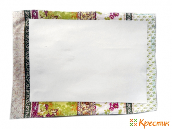Приклейте ткань к бумаге