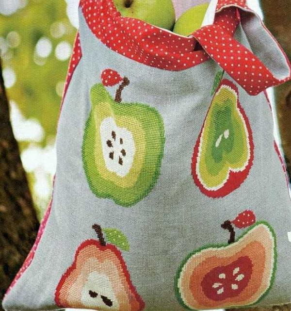 Яблоки и груши на сумке
