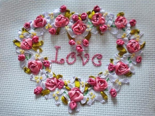 Вышитое сердечко с розами