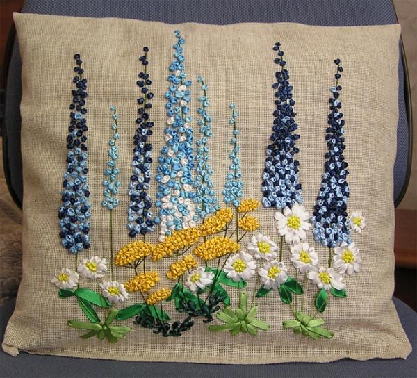 Пример вышивки цветов лентами