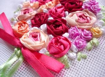 Роза из узелка и собранной ленты