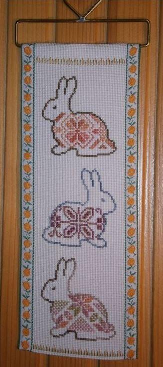 Панно с пасхальными зайцами