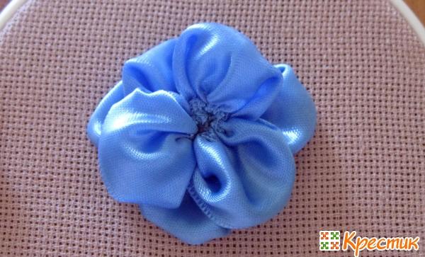 Пришиваем цветок к ткани