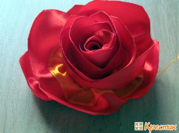 Двухцветная роза из лент