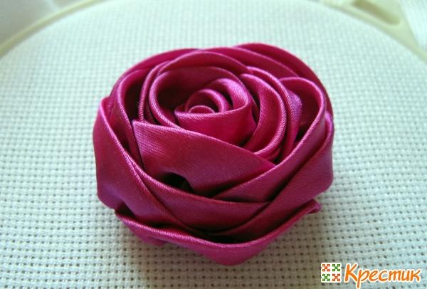 Роскошная роза из лент