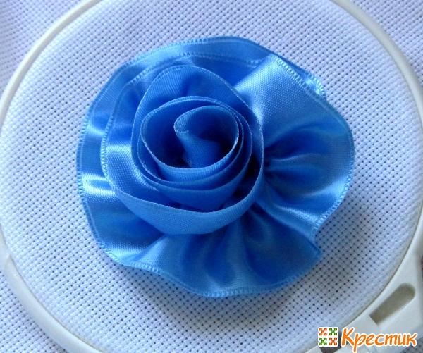 Роза из голубой ленты