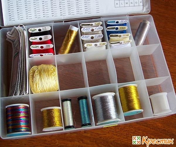 Органайзер с шелковыми и металлизированными ниткам