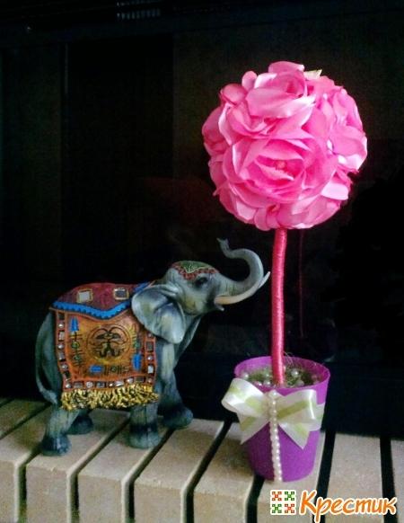 Топиарий из розовых лент