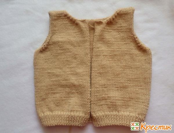 Соединяем плечевые швы свитера