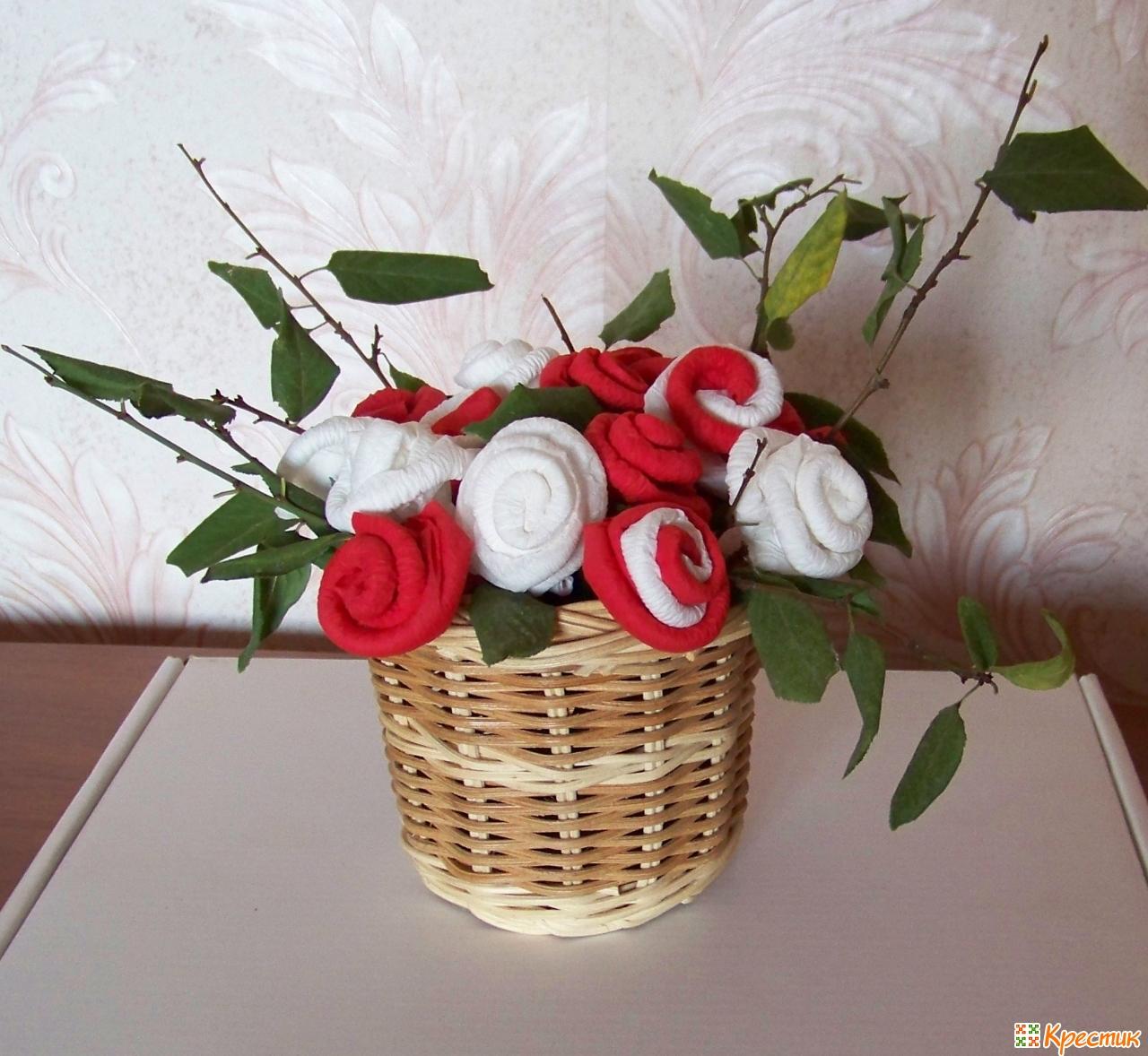 Корзинка с бумажными цветами