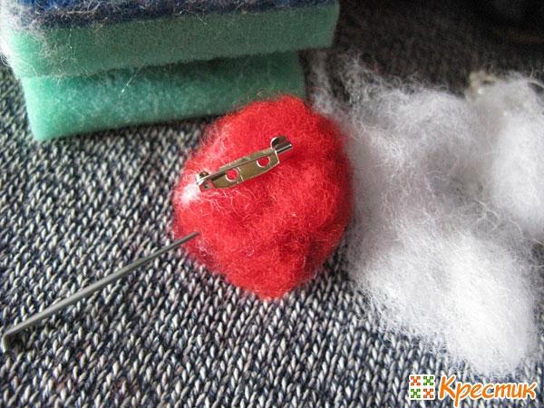 При помощи иглы задаем форму сердца