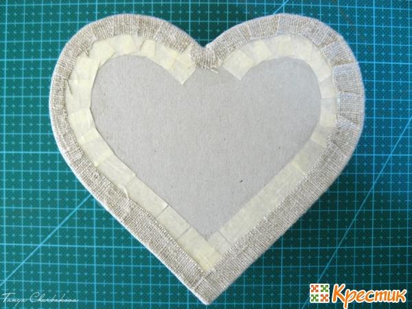 Заверните полоски ткани на донышко