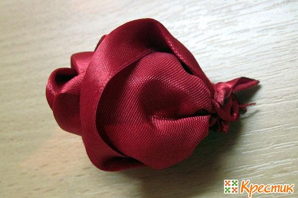 Бутончик розы почти готов
