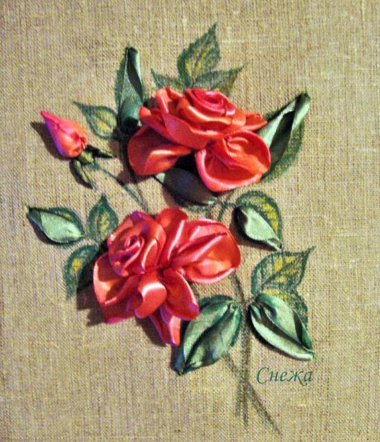 Розы вышиты лентами