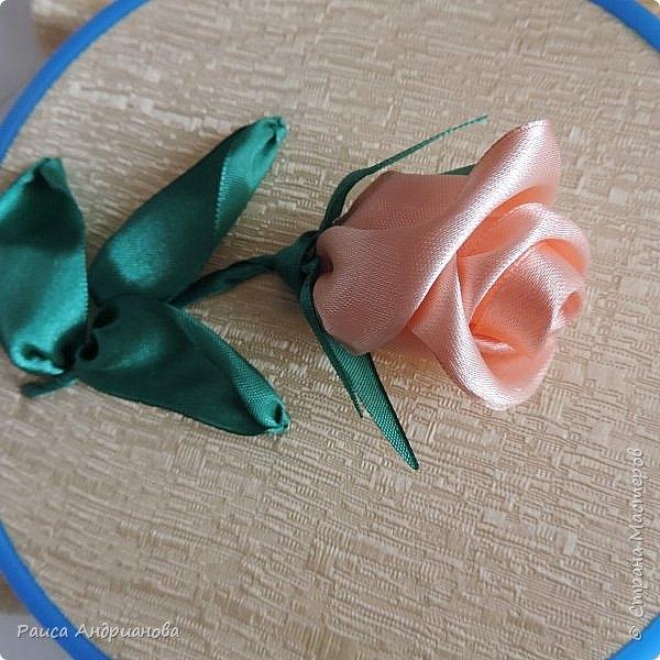 Вышивка лентами бутона розы