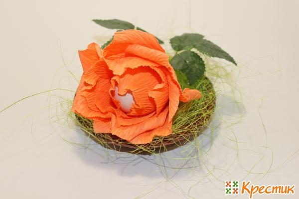 Роза с яйцом внутри