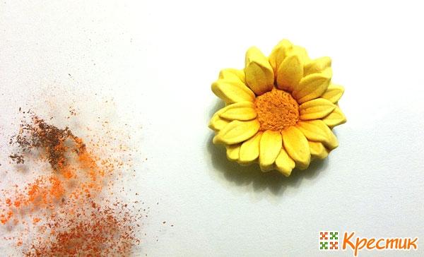 Цветочек тонируем пастелью