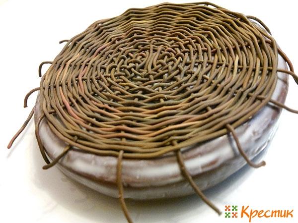 Перенесём плетение на крышечку