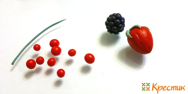 Простые ягоды из полимерной глины