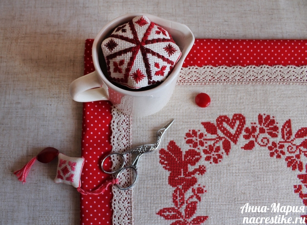 Салфетка из ткани с вышивкой