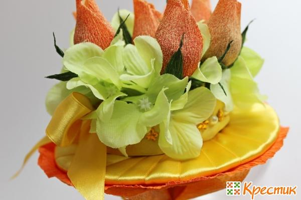 Искусственные цветы в букете