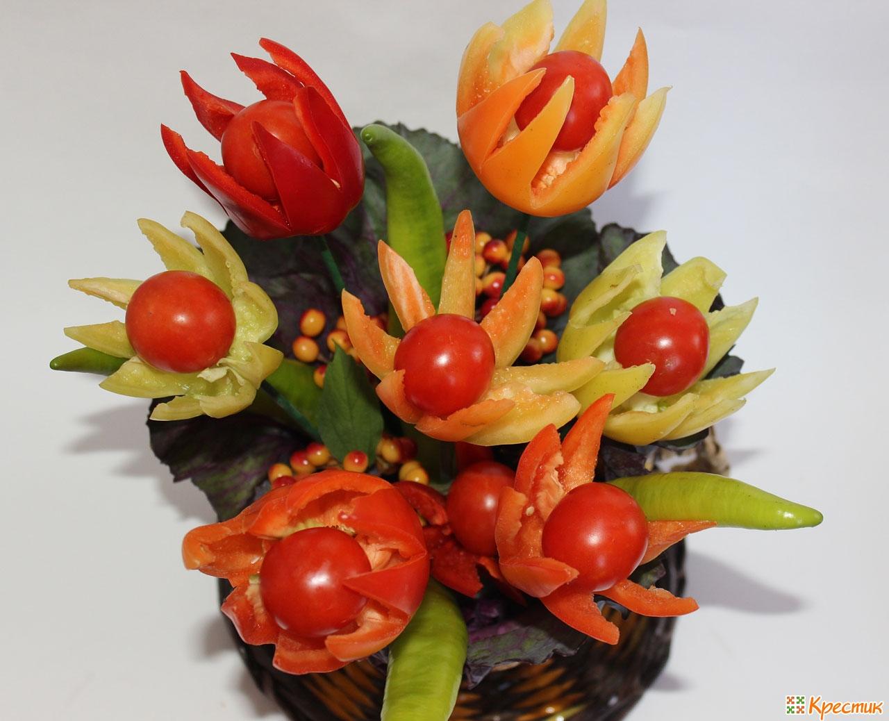 fruktov-shokolade-interesnie-osennie-buketi-iz-zhivih-tsvetov-v-kabachke