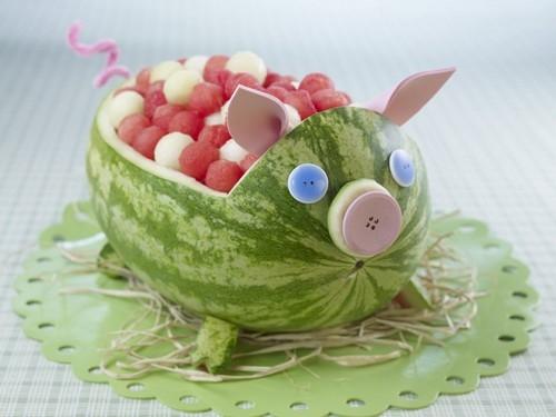 Свинья из арбуза